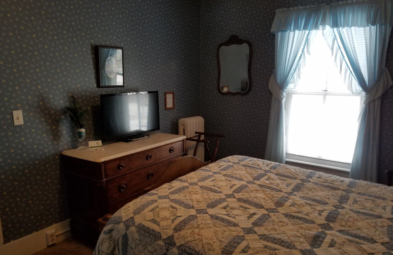 Guest room at Eagles on the River and Anderson House Hotel.