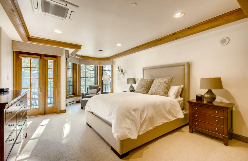 Guest bedroom at Vail Mountain Lodge & Spa.