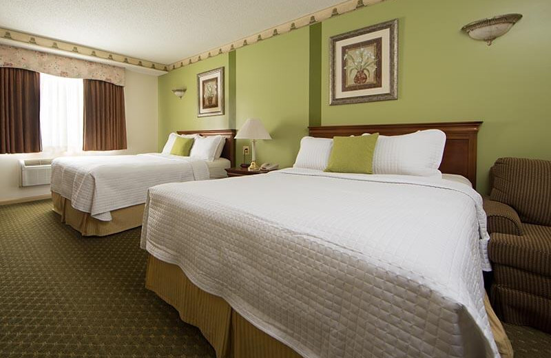 Guest bedroom at Villa Roma Resort and Conference Center.