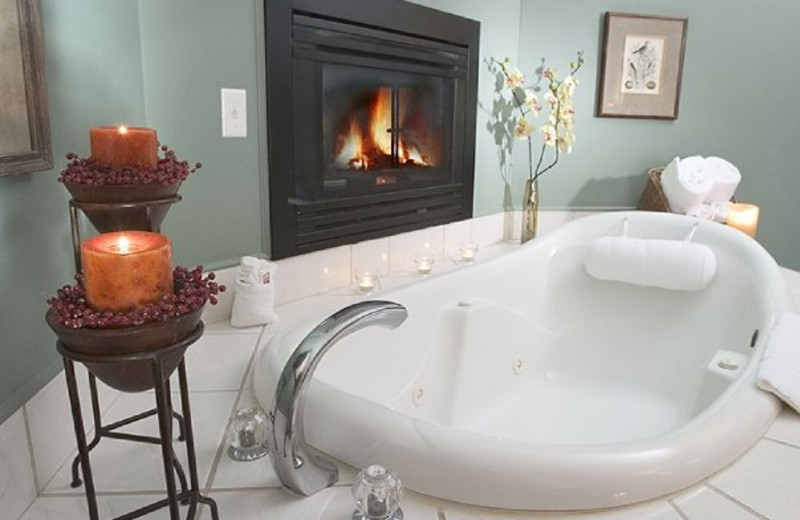 Jacuzzi Suite at Inn on the Creek