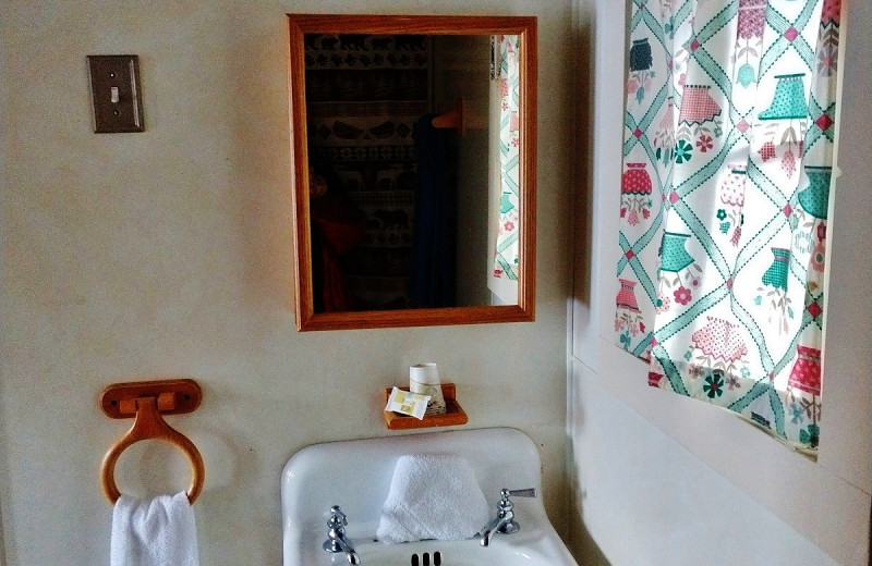 Guest bathroom at Sears Motel.