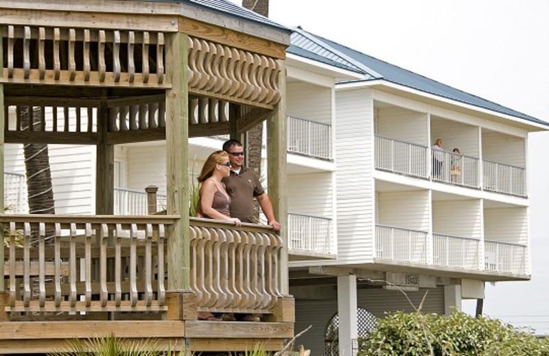 Couple in the gazebo at Ocean Isle Inn.
