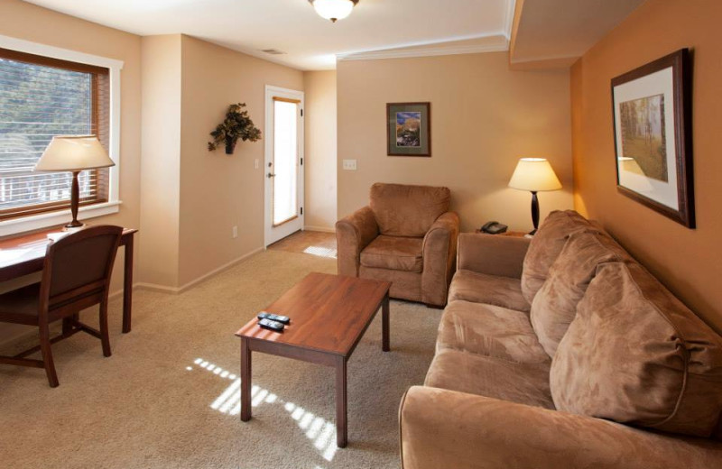 Guest living room at Beaver Brook on the River.