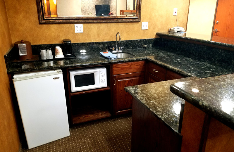 Some of our rooms have a granite bar for serving. perfect for entertaining. Plan your next party at Rushmore Express in one of our large suites.