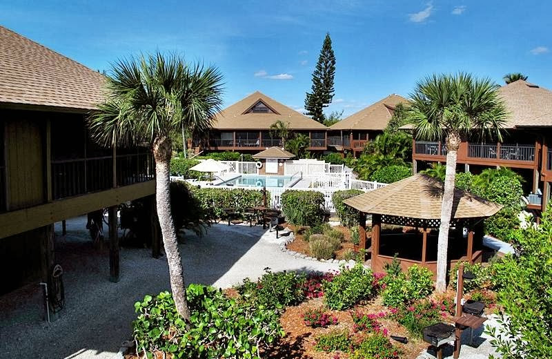 Exterior view of Signal Inn Beach & Racquetball.