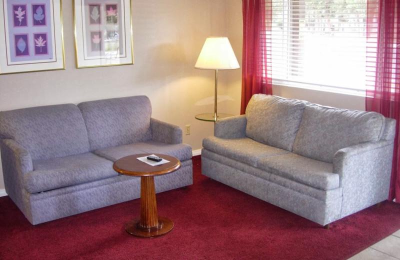 Sitting area at Vintage Lakeside Inn.