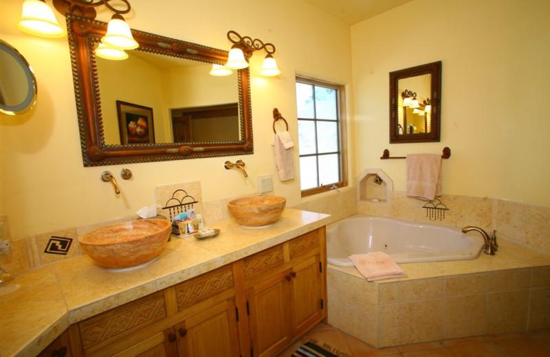 Anasazi Penthouse Suite bathroom at Inn on La Loma Plaza.