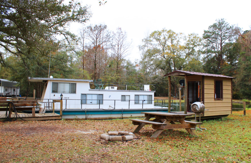 Exterior view of Berry Creek Cabins.