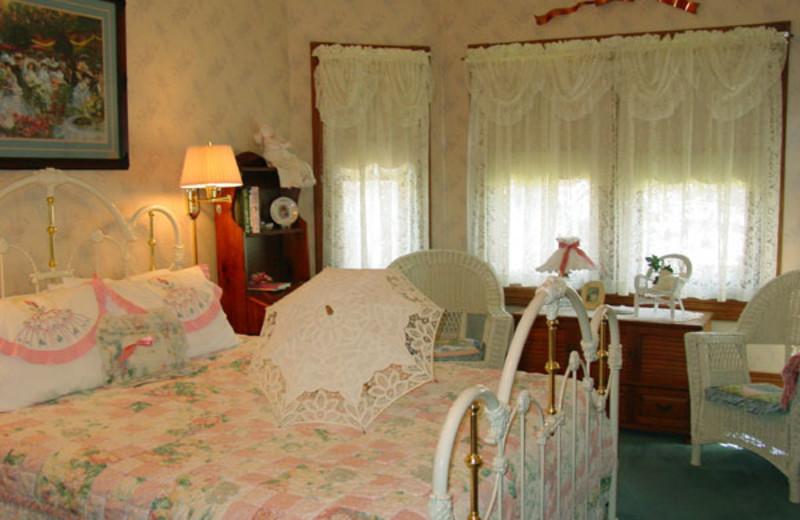 Guest room at Elam Biggs Bed & Breakfast.