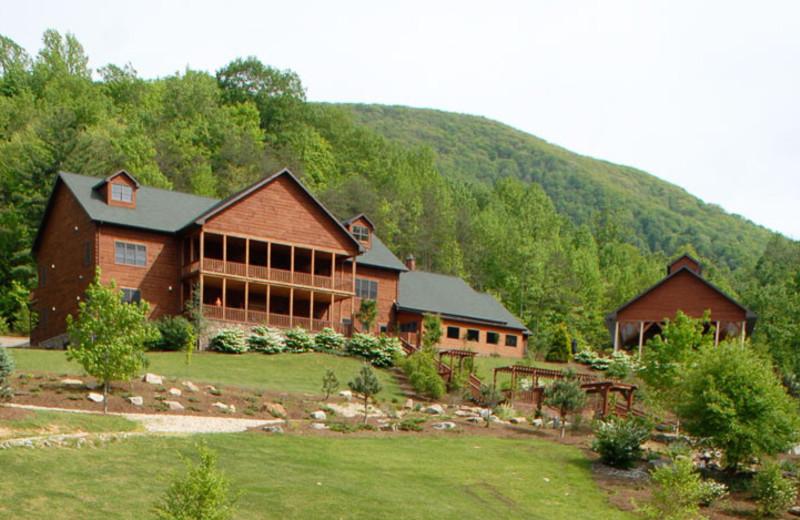 Exterior view of House Mountain Inn.