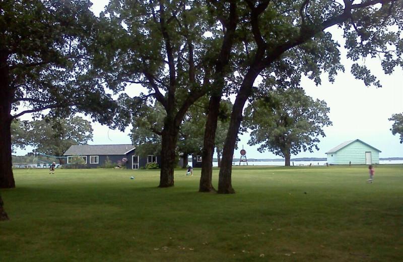 Exterior view of Oak Park Resort.