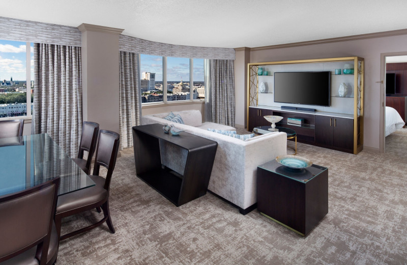 Guest room at The Westin Savannah Harbor Golf Resort