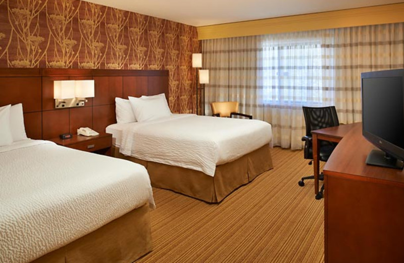 Guest room at Courtyard Detroit Utica.