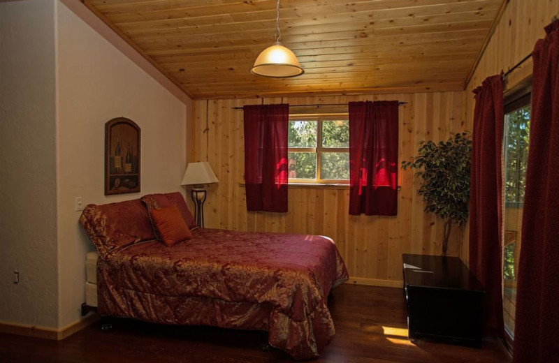 Guest bedroom at DiamondStone Guest Lodges.