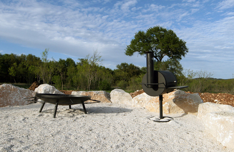 Fire pit & grill at Neal's Lodges.
