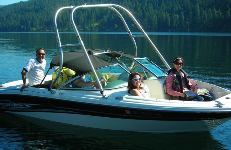 Family boating at Blue Diamond Marina & Resort.