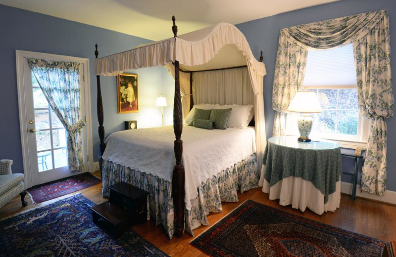 Guest room at Inn at Monticello.
