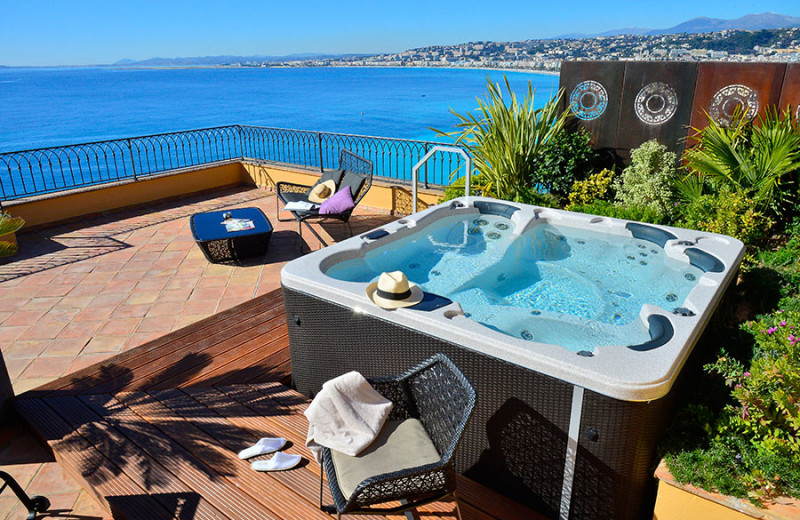 Hot tub at Hotel La Perouse.