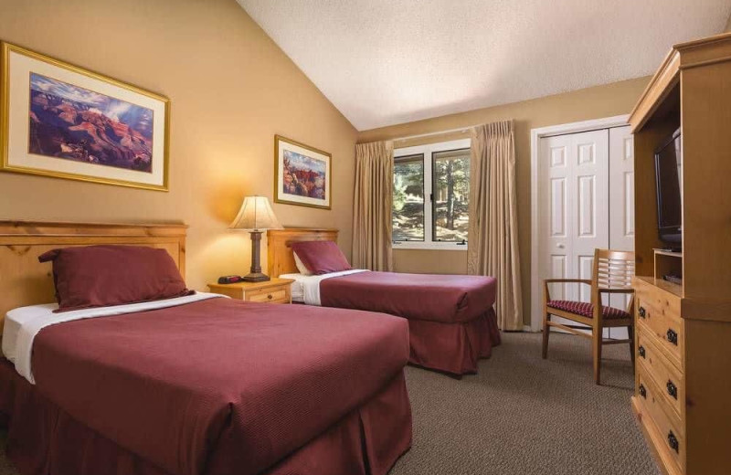 Guest room at Wyndham Flagstaff Resort.