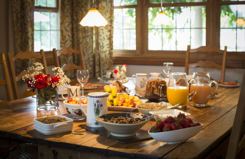 Breakfast at Minette Bay Lodge.