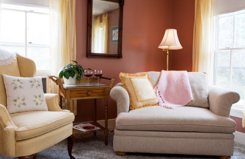 Guest living room at Eagles Mere Inn.