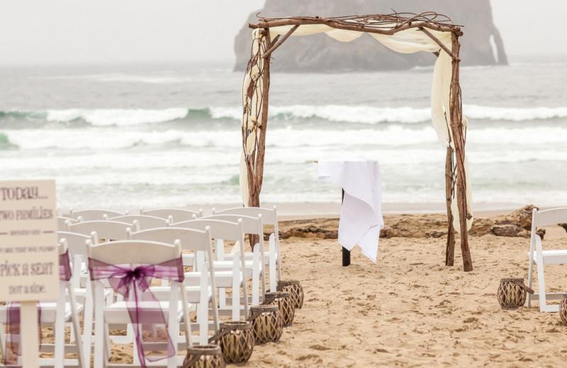 Wedding ceremony at Inn at Cape Kiwanda.