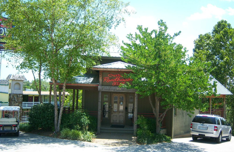 Exterior view of Outback Roadhouse Inn.
