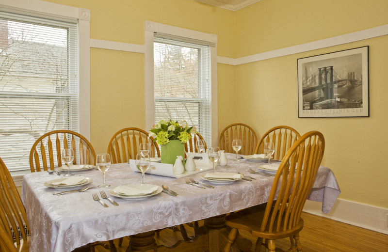 Dining Area at Niagara Holiday Rentals