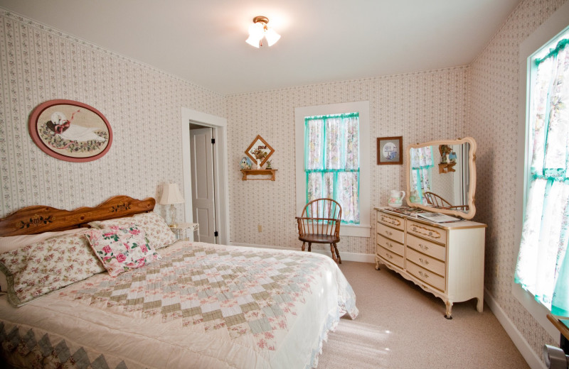 Guest bedroom at Long Hollow Ranch.