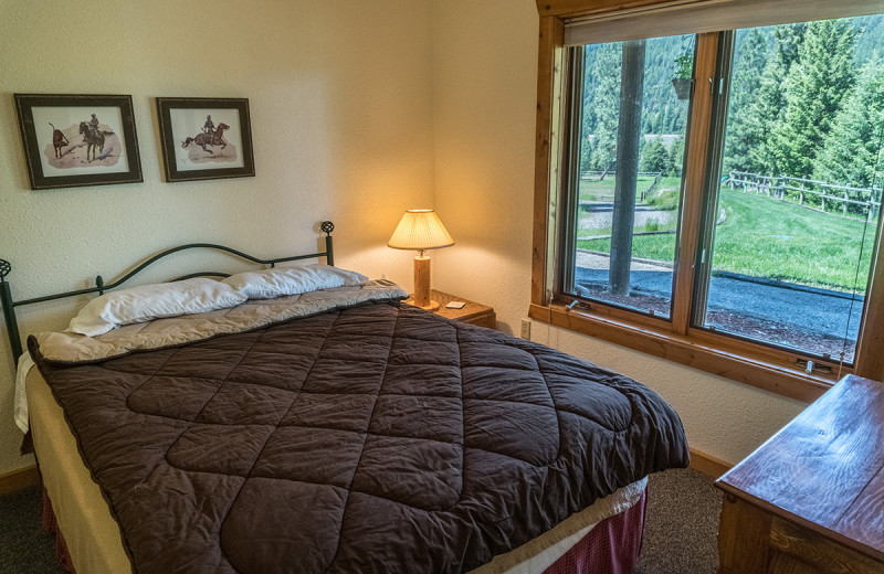 Bedroom at Montana River Lodge.