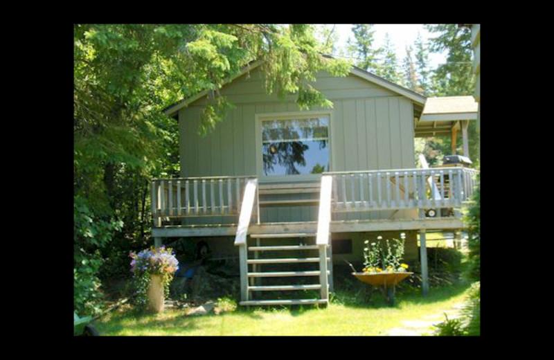 Cabin exterior at Eagle Wing Resort.