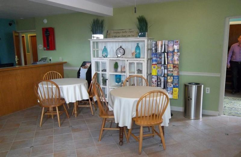 Breakfast room at Outer Banks Inn.