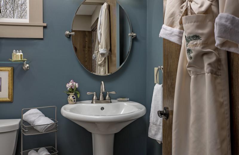 The Mar Room guest bathroom at Glenlaurel, A Scottish Inn & Cottages.