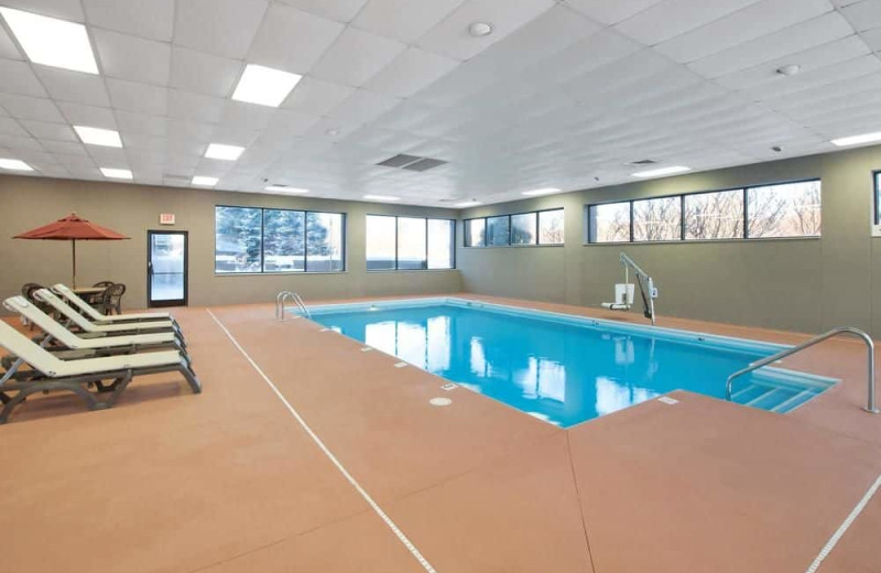 Indoor pool at Hampton Inn St. Joseph.