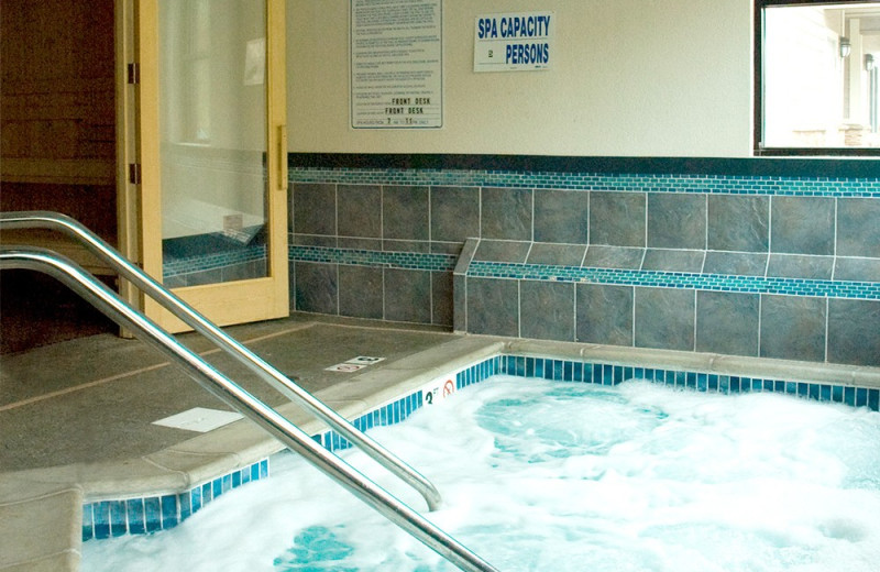 Hot tub at Beacon Pointe Resort.