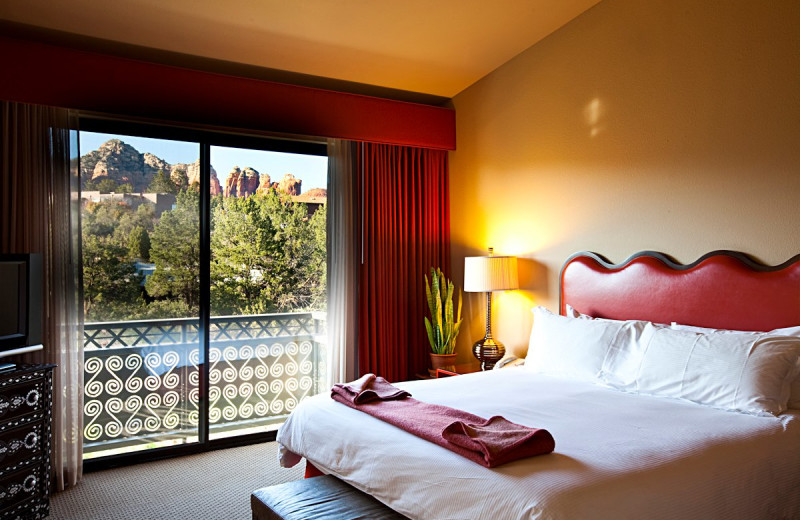 Guest bedroom at Sedona Rouge Hotel.