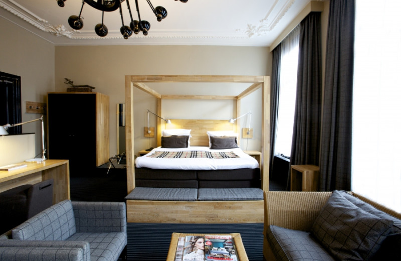 Guest room at Hotel Vondel.