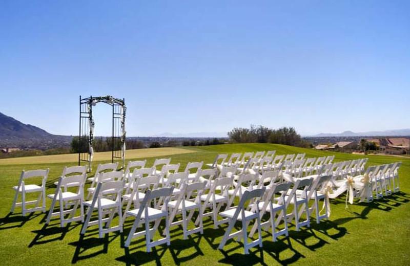 Outdoor wedding party at Hilton Tucson El Conquistador Golf & Tennis Resort.