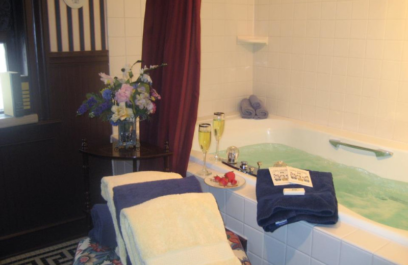Suite tub at Rochester Inn.