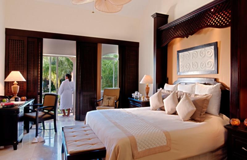 Guest room at Royal Hideaway Playacar.
