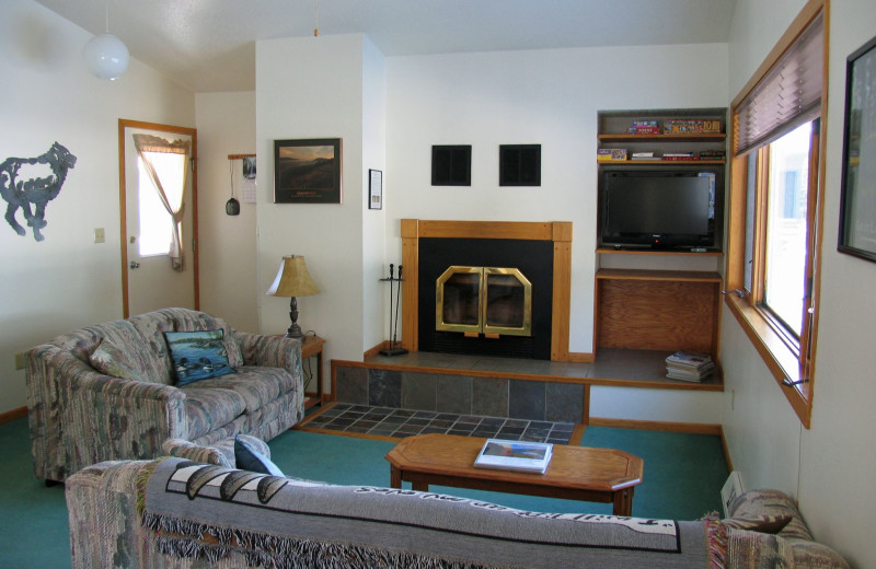 Cabin living room at Mountain View Lodges.