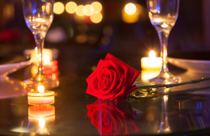 Romantic dining at Pine Ridge Log Cabins.