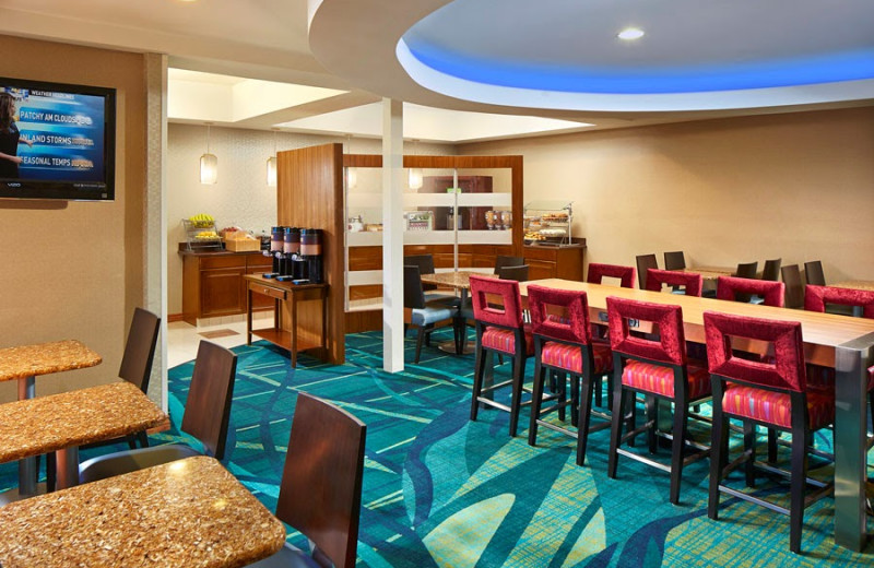 Breakfast room at SpringHill Suites Victorville Hesperia.