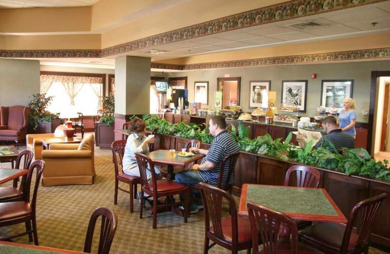 Dining room at Hampton Inn Birch Run/Frankenmuth.