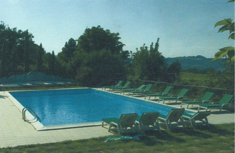 Outdoor pool at Torre Pratesi.