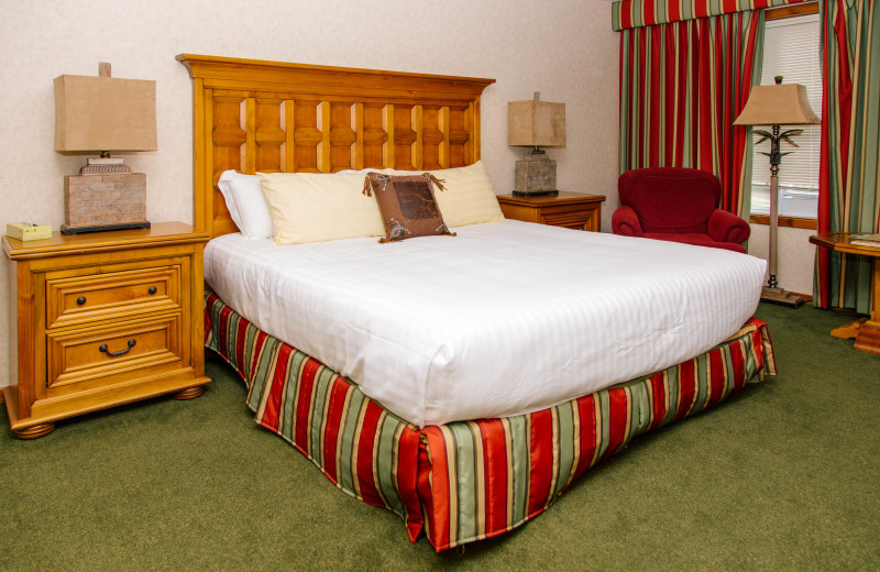 Courtyard Studio accommodation at Heather Lodge equipped with king bed.