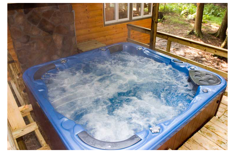 Rental hot tub at Cabins-4-Rent.