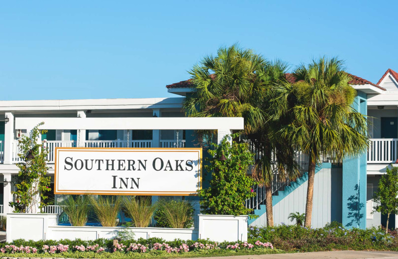 Exterior view of Southern Oaks Inn.