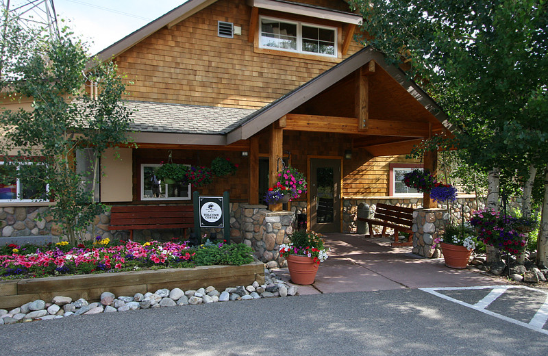 Exterior view of Swan Mountain Resort.