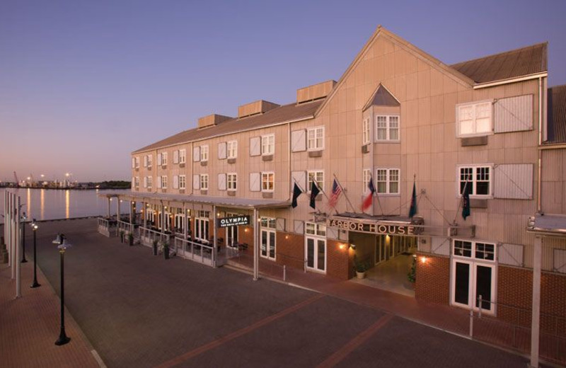 Exterior View of Harbor House Hotel & Marina at Pier 21